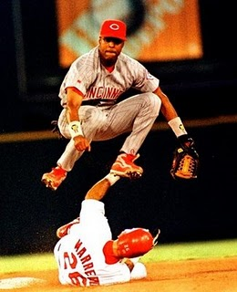Barry Larkin turning the double play